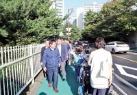 (사진)4-2-마북동-연원마을보도점검-사본.jpg